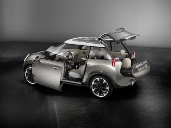 2011-Mini-Rocketman-Concept-Open-Door-580x435.jpg